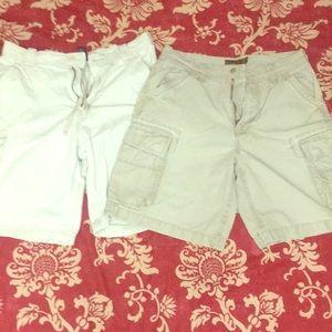 Lot of 2 men's cargo shorts- AE and Aero, size 32